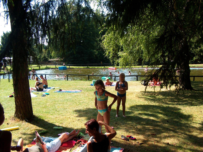 Ein Naturschwimmbad darf bei kinderfreundlichem Camping nicht fehlen