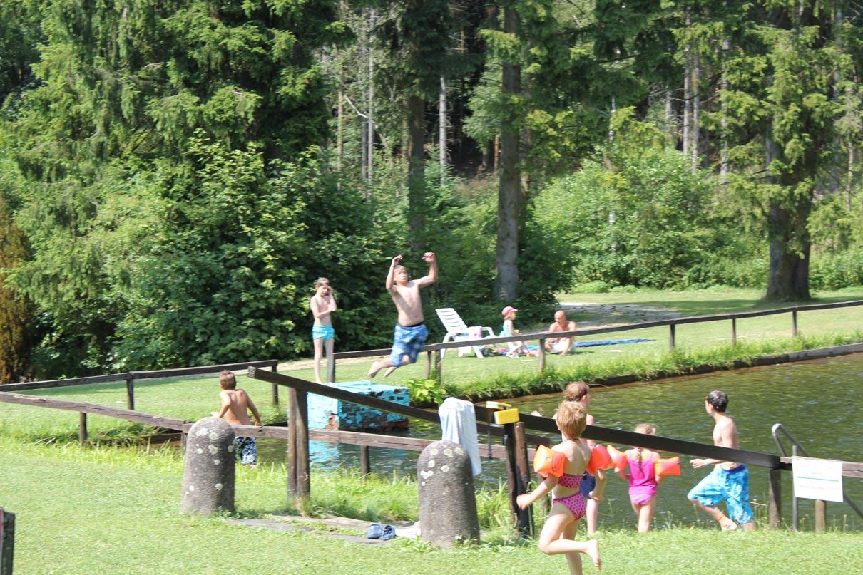 Schwimmen auf dem Campingplatz
